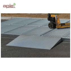 Rampe d'accès pour plateforme de rétention en acier galvanisé