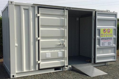 Conteneur de stockage pour produits chimiques, déchets et produits polluants